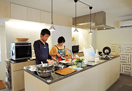 広いレンタルキッチンでEnjoy Cooking